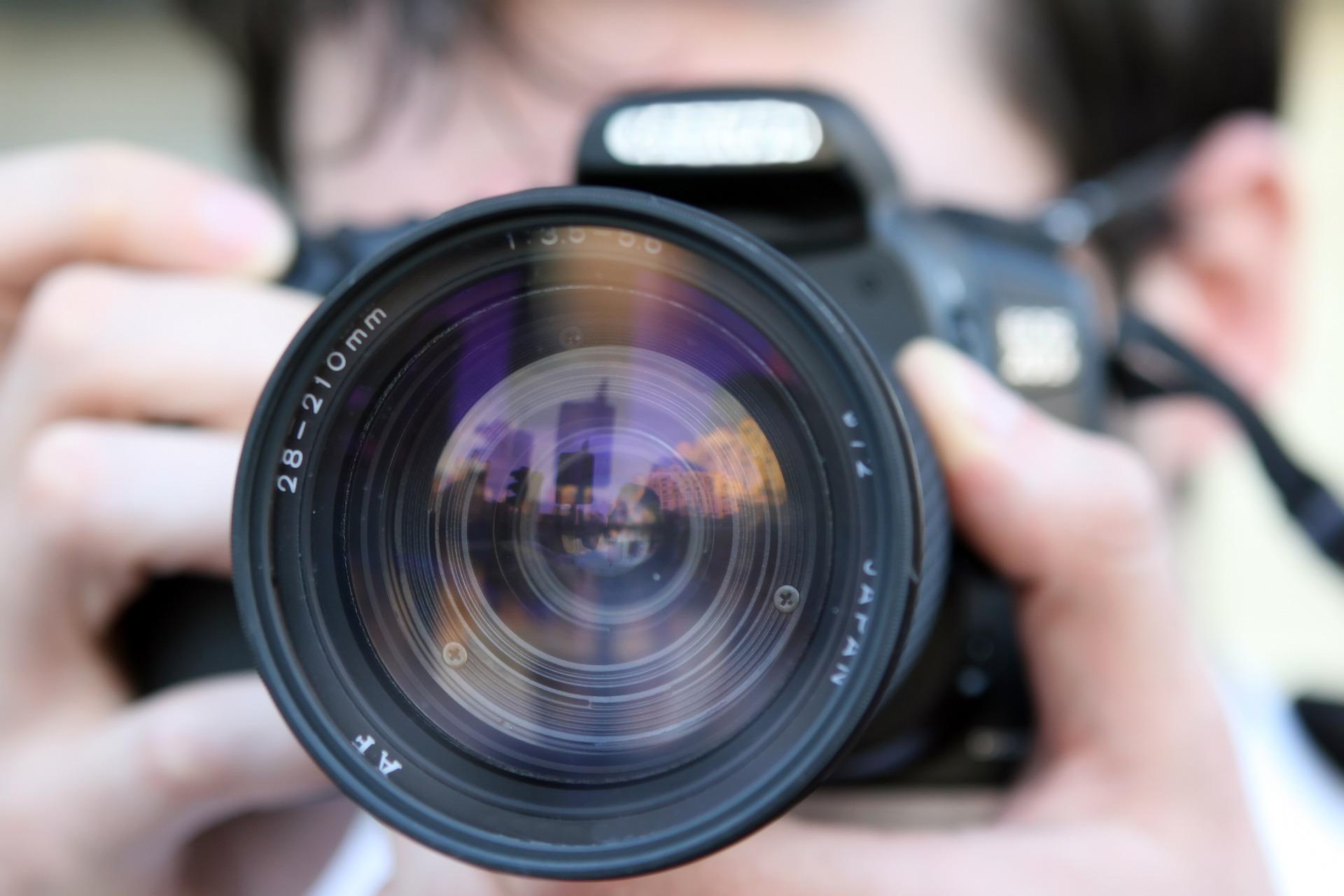 """DALL'AUTORITA' PER LA PROTEZIONE DEI DATI DELLA LETTONIA: Devo Smettere Di Scattare Foto Se Qualcuno In Un Luogo Pubblico Chiede Di """" Eliminare Immediatamente La Foto! """" ? """""""